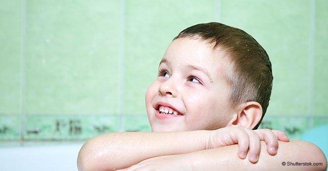 Une maman demande à son fils de 3 ans pourquoi il a mis tellement de temps dans la salle de bains