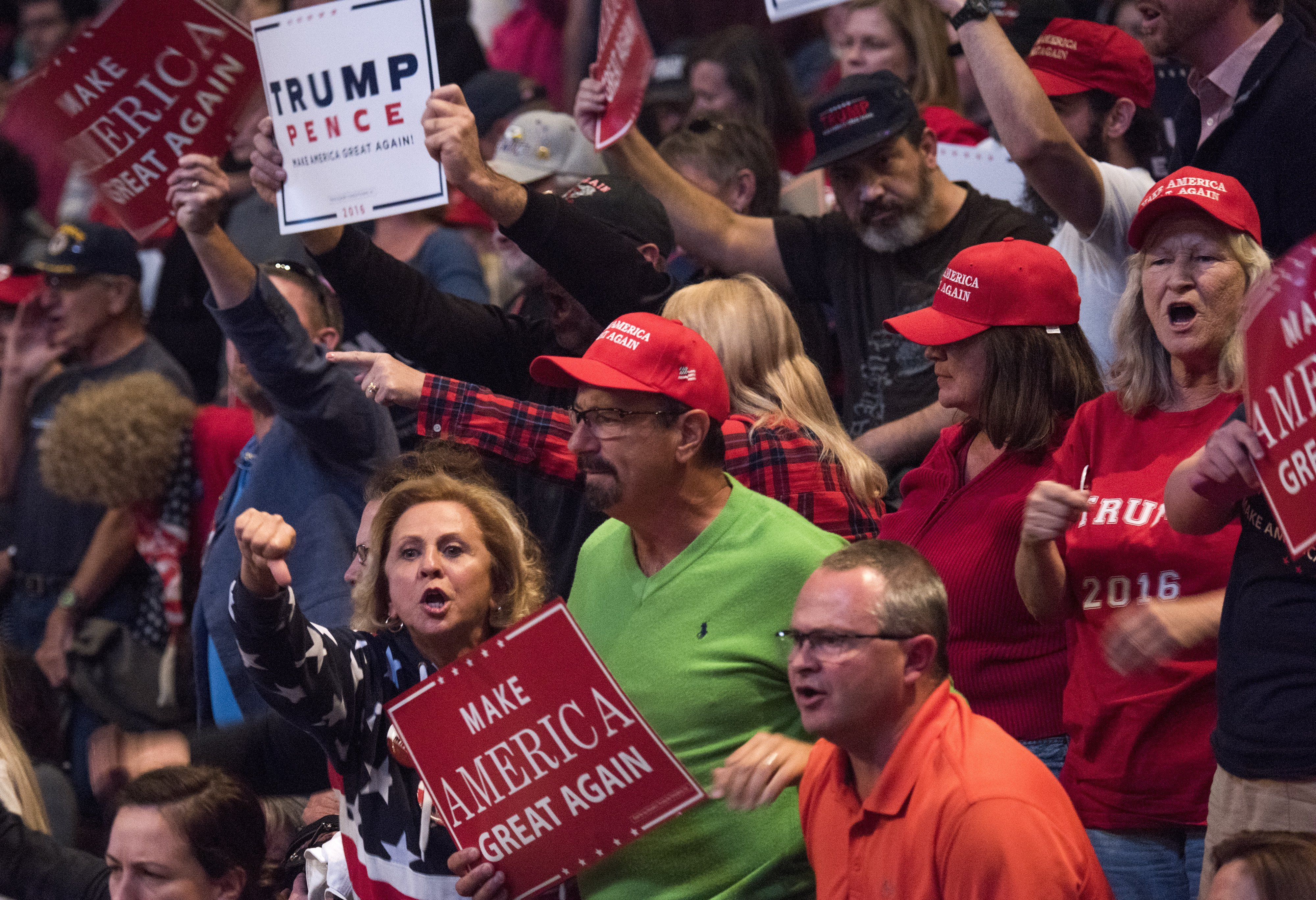 Trump supporters during a campaign held at U.S. Bank Arena in Cincinnati, Ohio | Photo: Getty Images