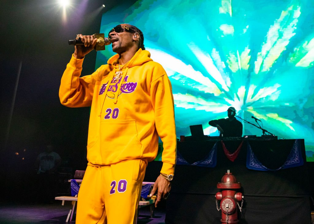 Snoop Dogg performs, while wearing a Los Angeles Lakers sweat suit in memory of Kobe Bryant  Photo: Getty Images
