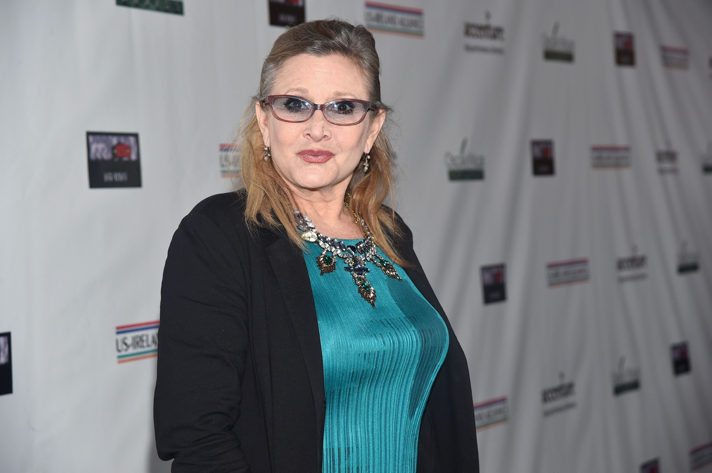 Carrie Fisher at the US-Ireland Aliiance's Oscar Wilde Awards event at J.J. Abrams' Bad Robot on February 19, 2015 | Photo: Getty Images