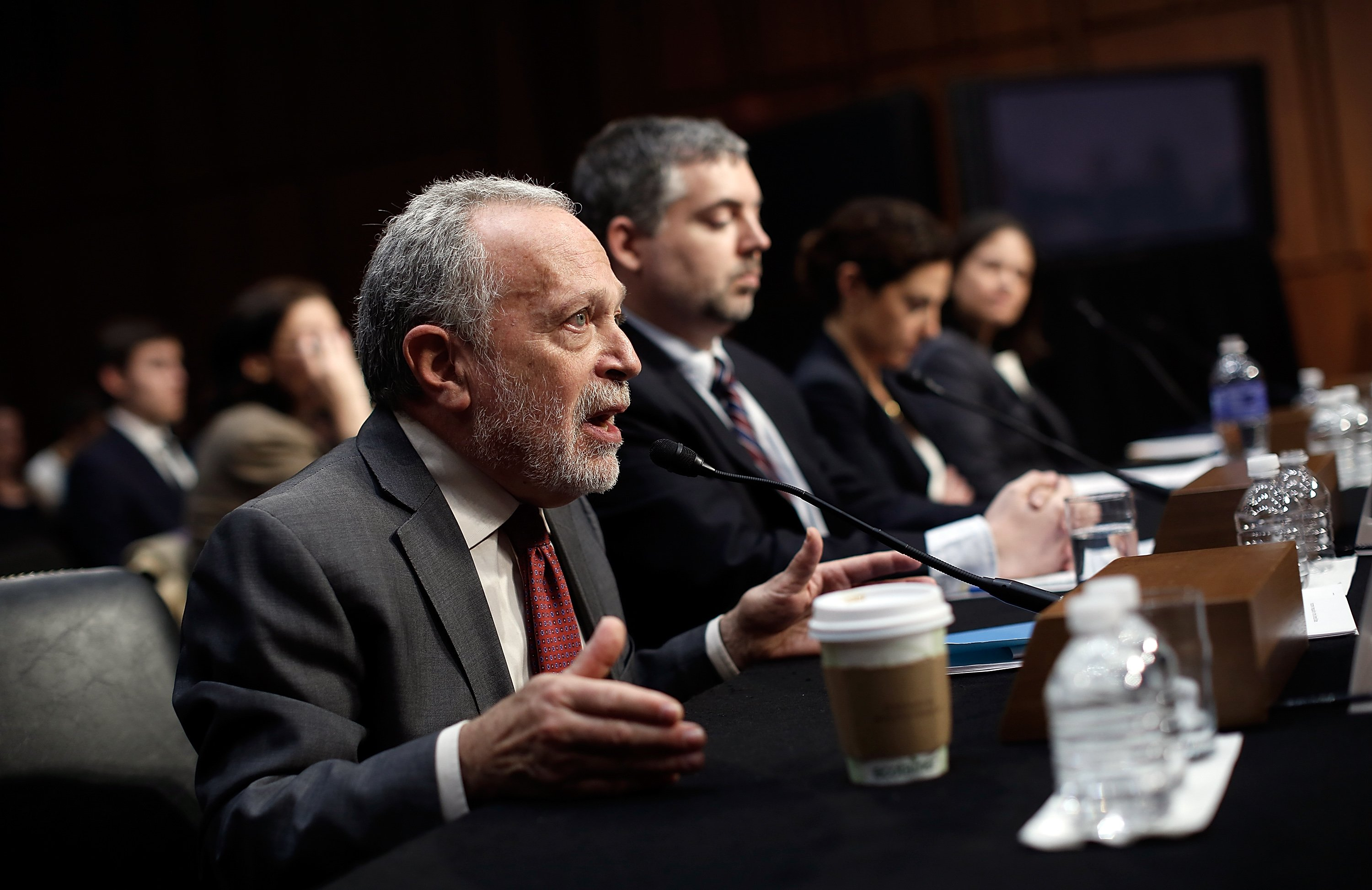 Former U.S. Labor Secretary Robert Reich (L) testifies before the Joint Economic Committee on January 16, 2014, in Washington, DC. Reich joined a panel testifying on the topic of 'Income Inequality in the United States.| Photo: GettyImages