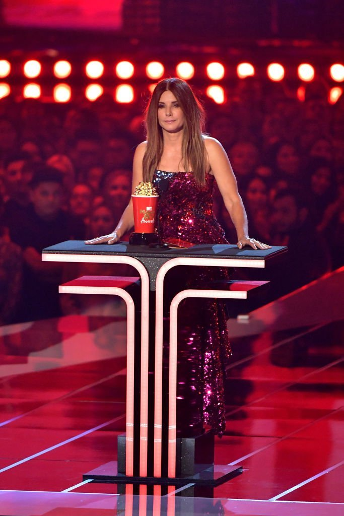 Sandra Bullock receives an awards at the 2019 MTV Movie and TV Awards in California | Photo: Getty Images