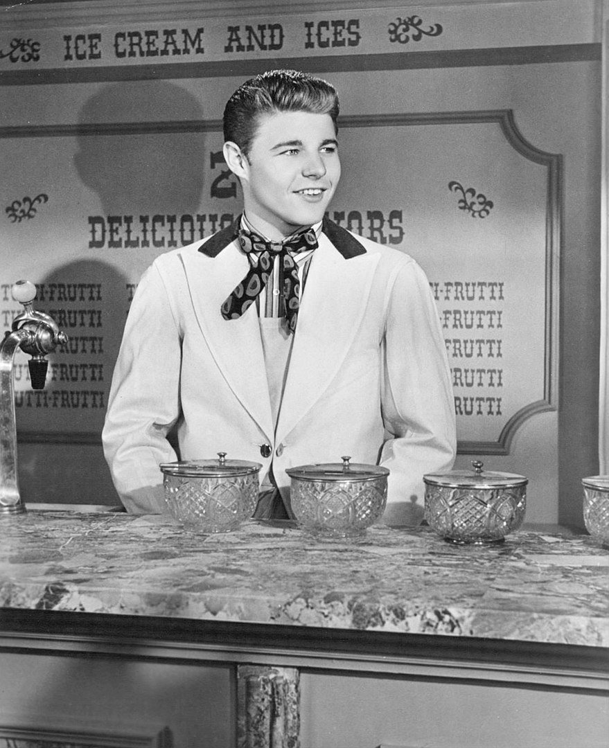 David Nelson in a scene from the television program Ozzie and Harriet. | Photo: Wikimedia Commons Images
