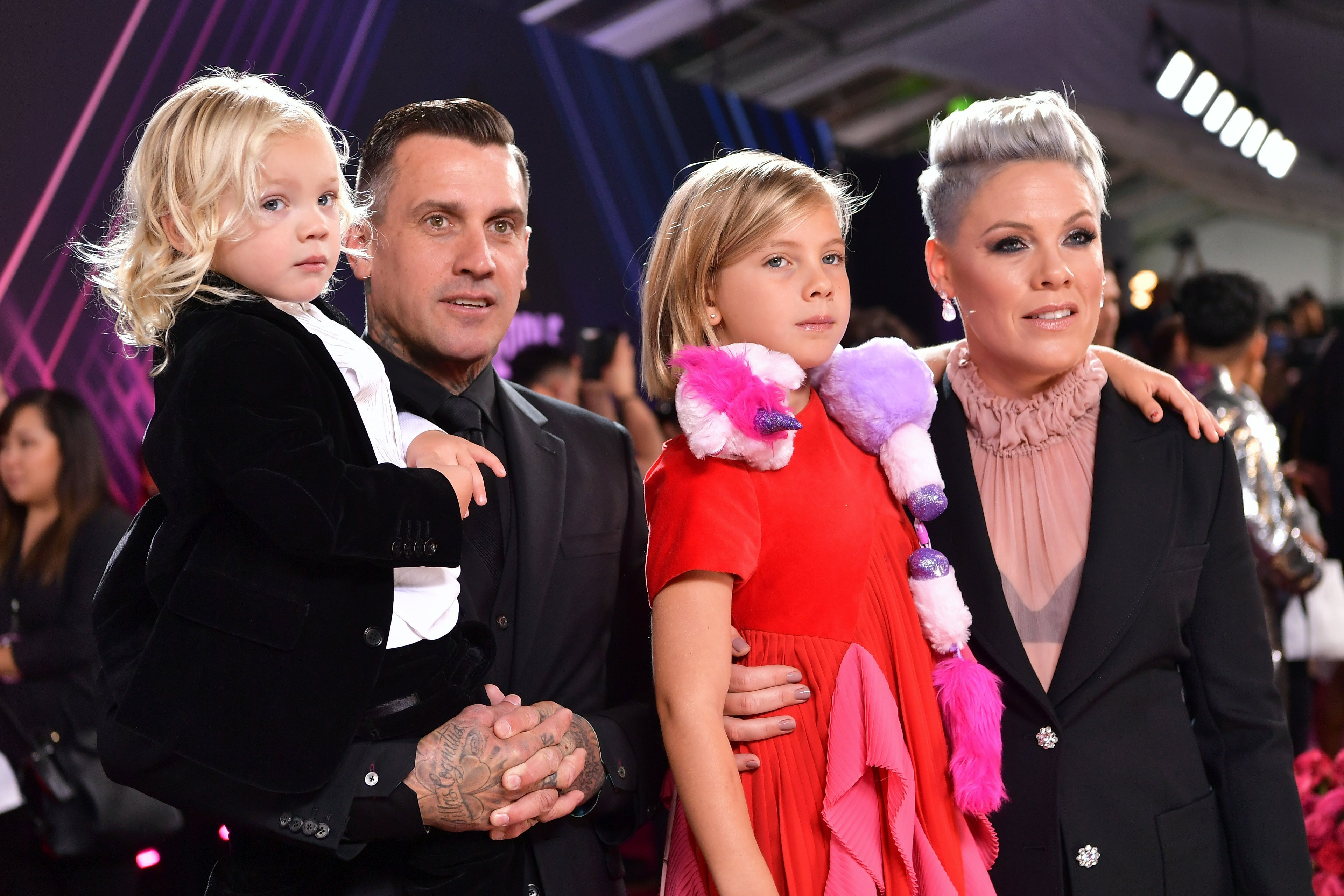 Carey Hart, Pink, Jameson Hart, and Willow Hart arrive to the 2019 E! People's Choice Awards on November 10, 2019. | Source: Getty Images.