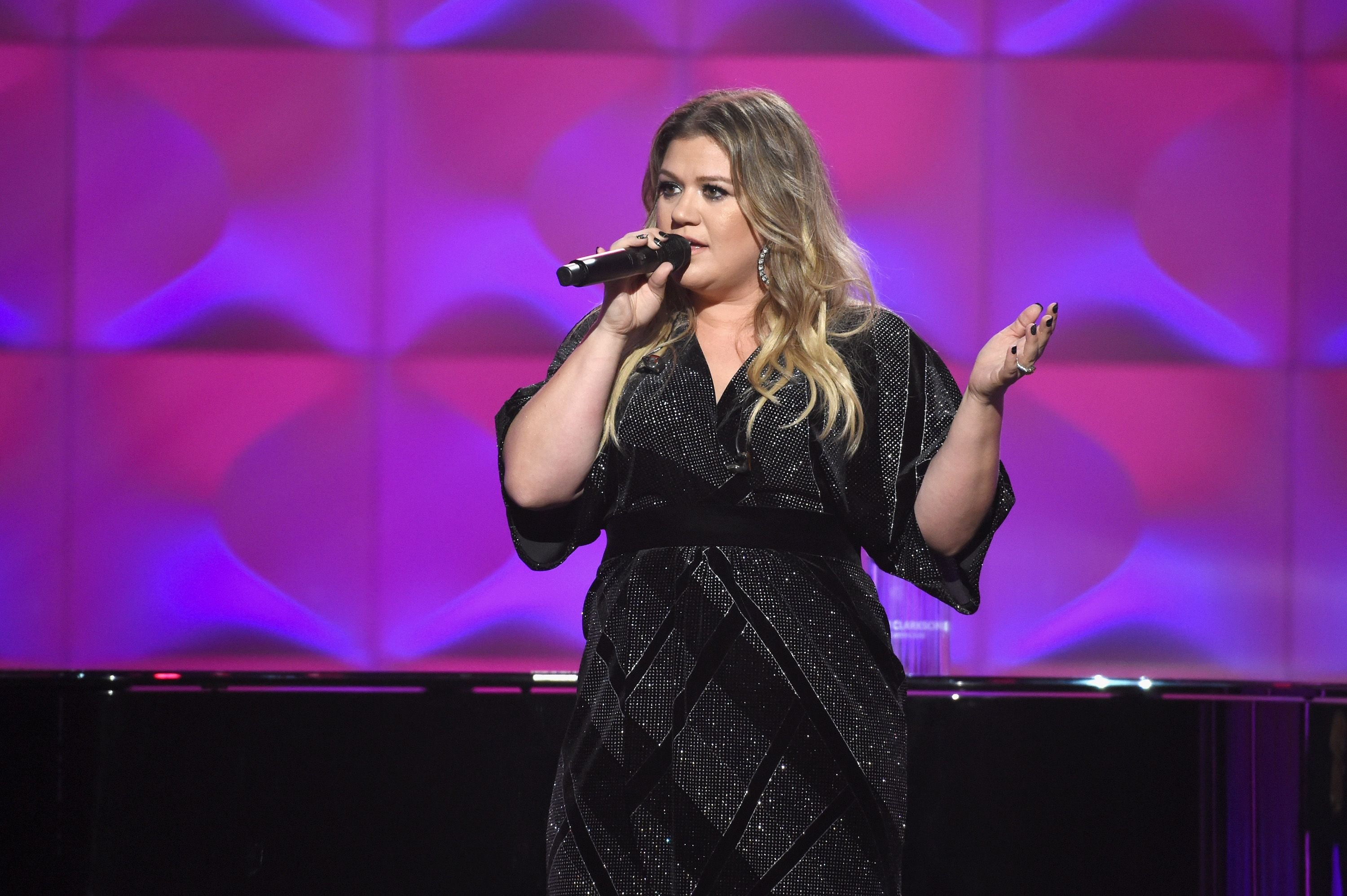Kelly Clarkson during the Billboard Women In Music 2017 at The Ray Dolby Ballroom at Hollywood & Highland Center on November 30, 2017 in Hollywood, California. | Source: Getty Images