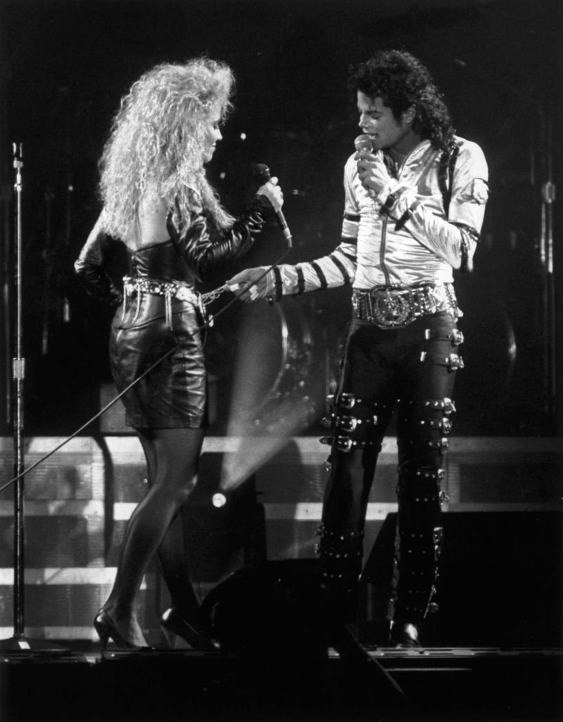Michael Jackson performs a duet with backing singer Sheryl Crow during a concert in Rome | Photo: Getty Images