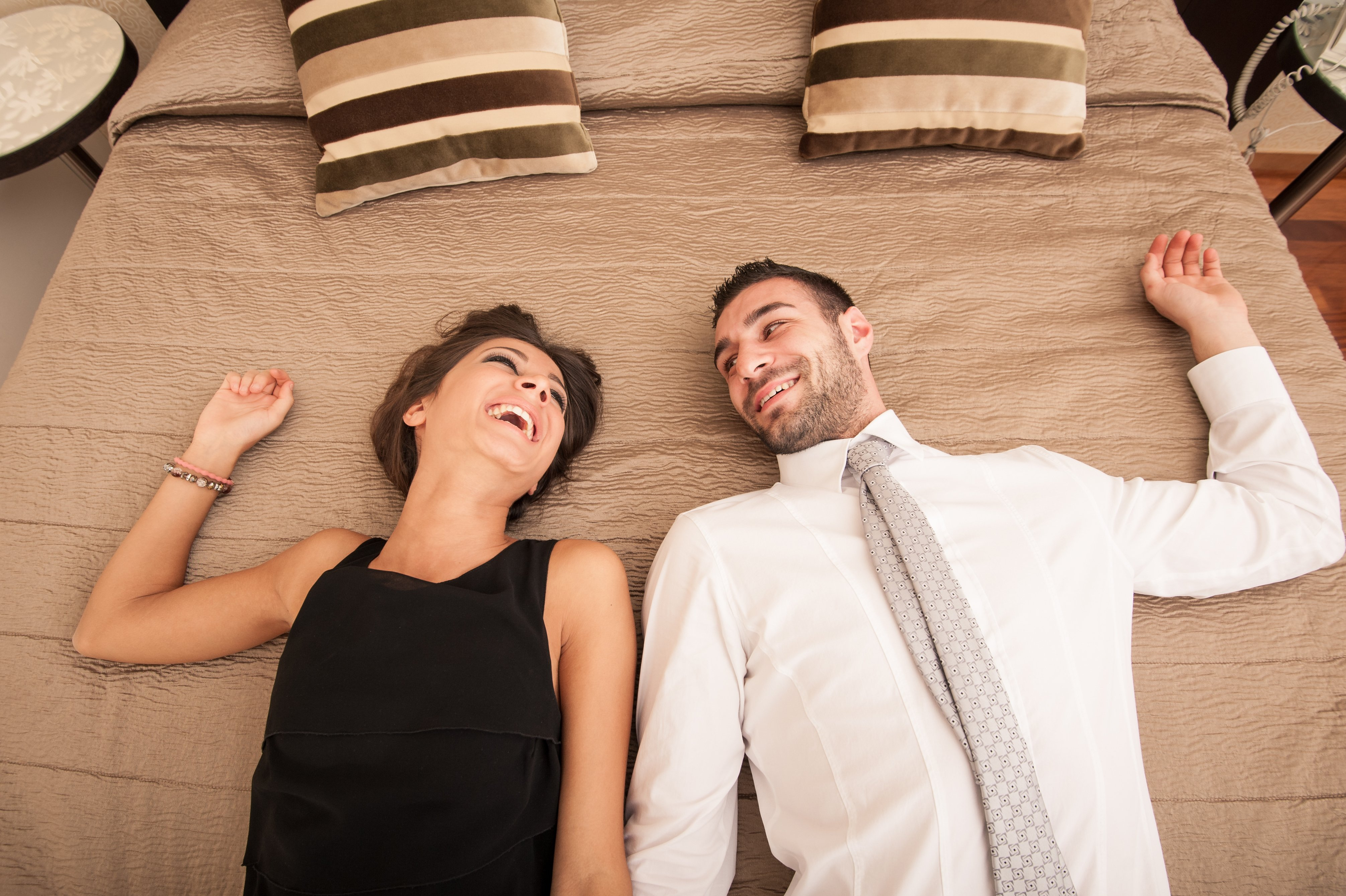 A career man and woman share a laugh. | Photo: Shutterstock