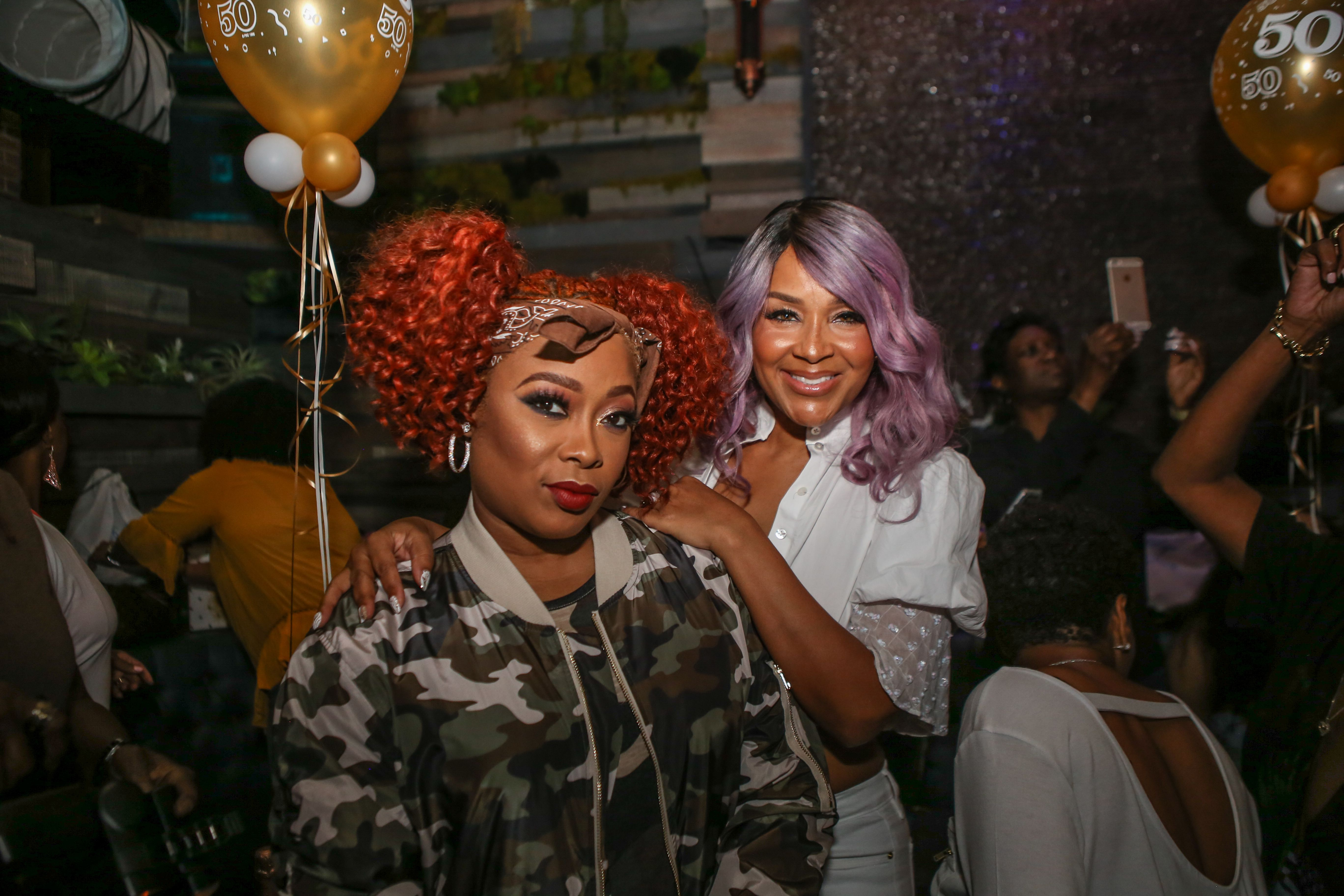 Da Brat and Lisa Raye McCoy at a lounge on September 23, 2017 in Los Angeles. | Photo: Getty Images