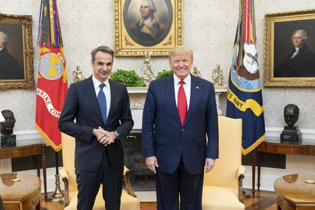 Greek Prime Minister Kyriakos Mitsotakis (L) meets U.S. President Donald Trump (C) in the Oval Office of the White House in Washington, United States. | Photo: Getty Images