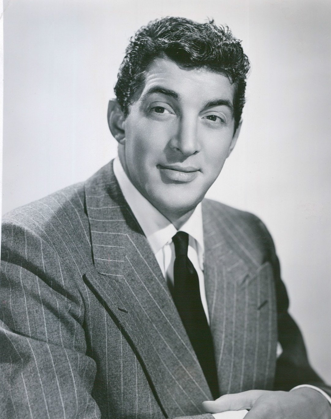 Photo of Dean Martin as he began an NBC show with Jerry Lewis, circa 1948. | Photo: Wikimedia Commons