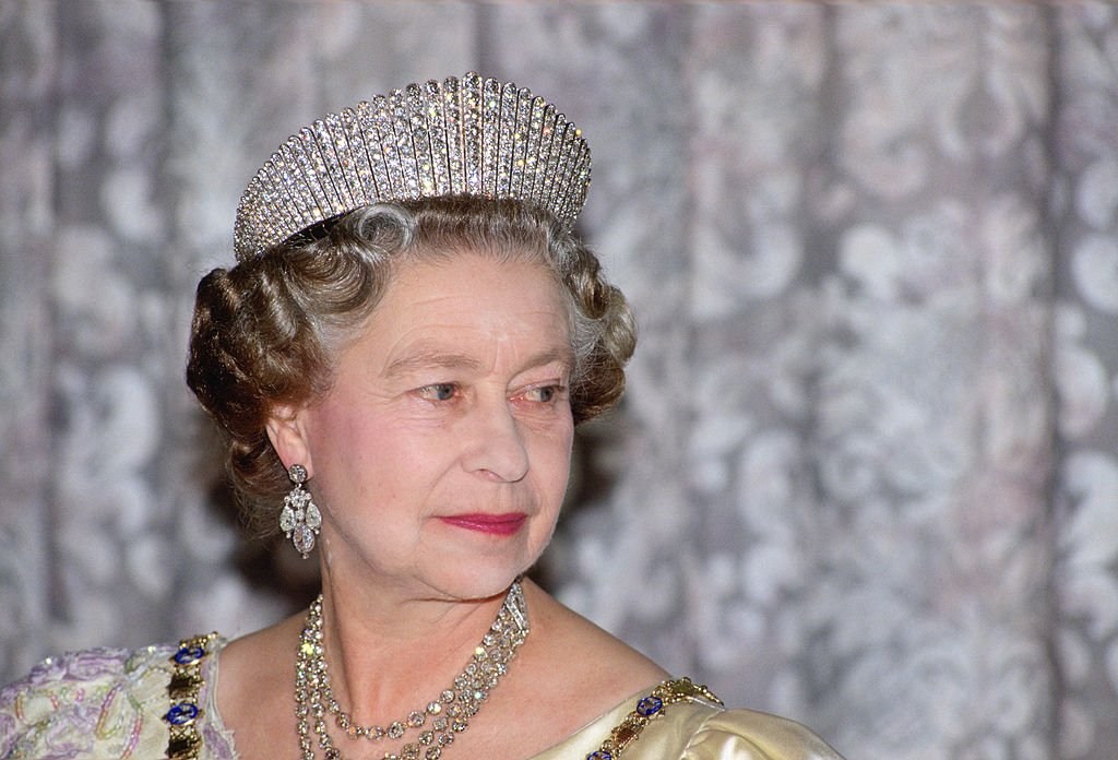 Queen Elizabeth II at a State Banquet in Iceland, June 1990   Source: Getty Images