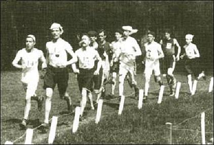 The early stages of the Marathon at the 1900 Paris Olympics  | Source: Wikimedia Commons