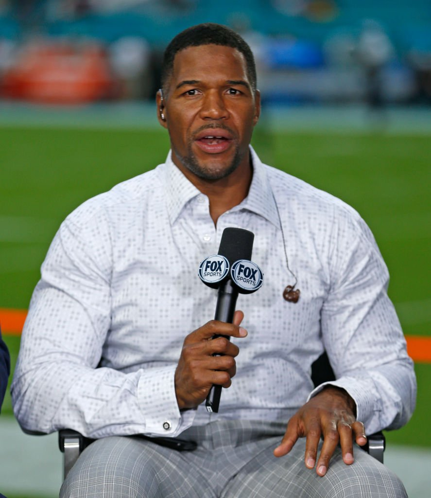 Former NFL player and current FOX TV analyst Michael Strahan on the TV set prior to the preseason NFL game between the Miami Dolphins and the Jacksonville Jaguars | Photo: Getty Images