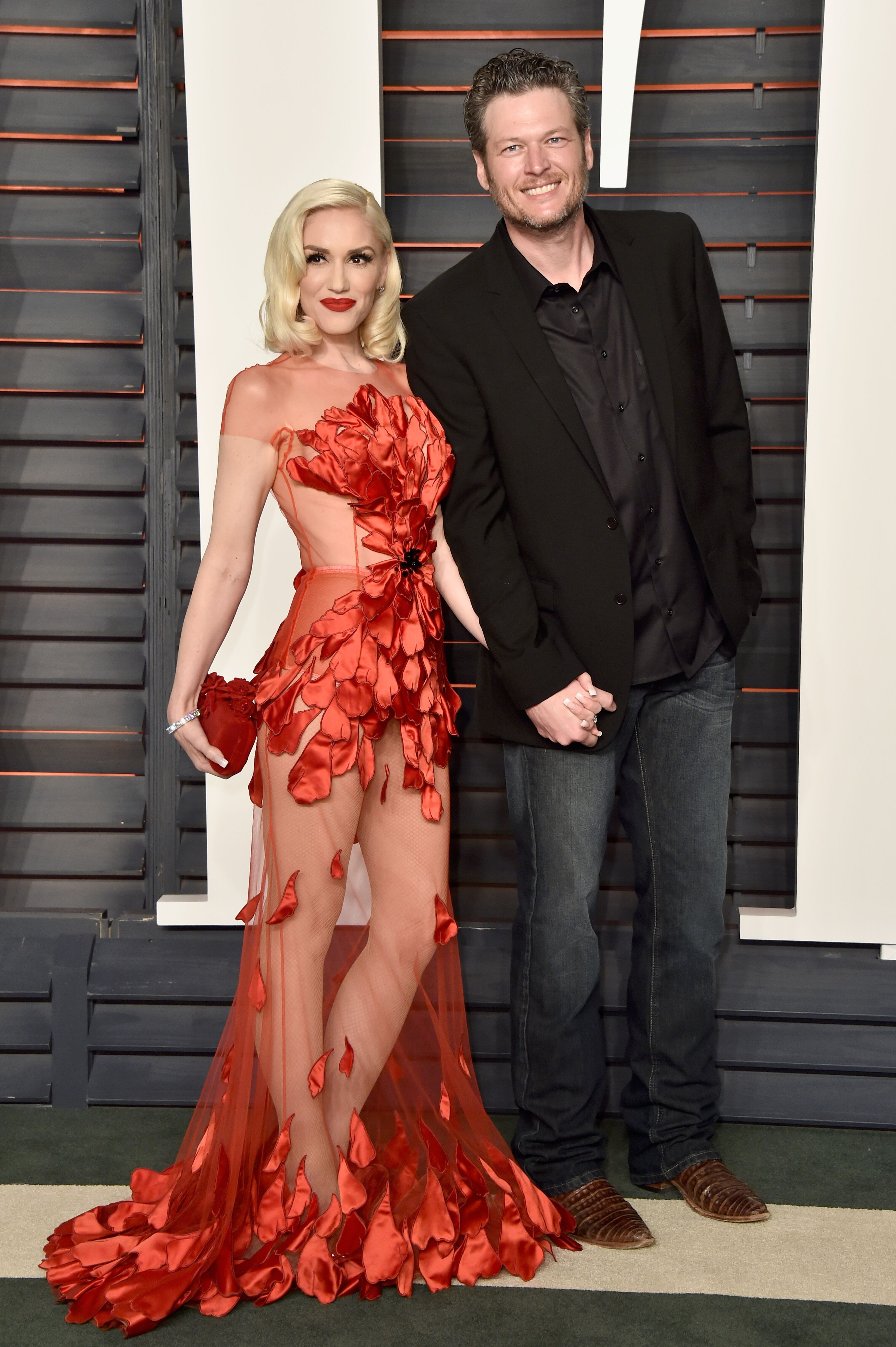 Recording artists Gwen Stefani and Blake Shelton attend the 2016 Vanity Fair Oscar Party Hosted By Graydon Carter at the Wallis Annenberg Center for the Performing Arts on February 28, 2016 in Beverly Hills, California. | Source: Getty Images