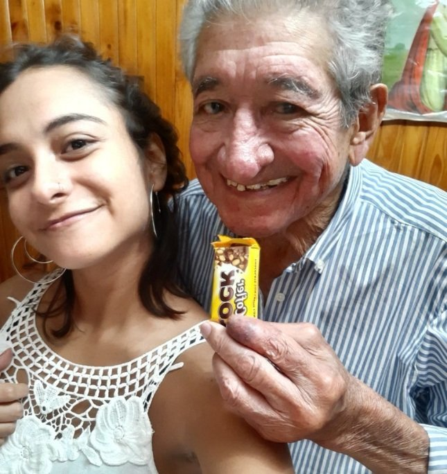 Aldana Rufino et son grand-père. l Source: Twitter/aldanarufino