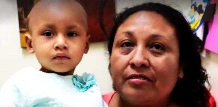 Yamileth Gómez Martínez y su madre Amparo Martínez Ramos. | Foto: Facebook.com/hospital.general.tijuana