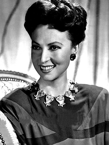 Publicity photo of Agnes Moorehead. | Source: Wikimedia Commons