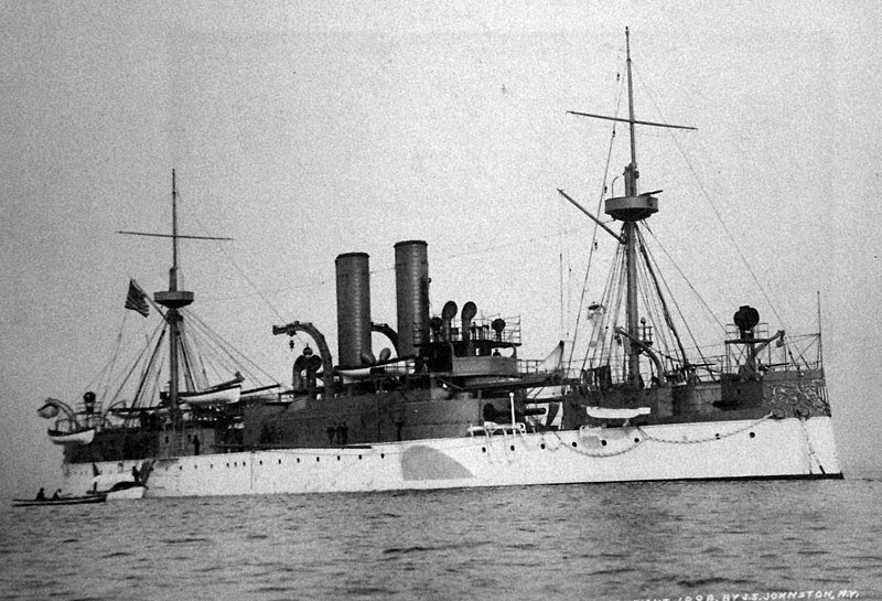 Starboard bow view of USS Maine, 1898 | Source: Wikimedia Commons/National Museum of the U.S. Navy
