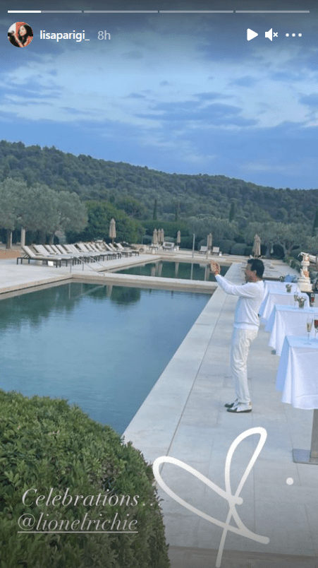 Lionel Richie dressed in an all-white outfit for his 72nd birthday celebration. | Photo: instagram.com/lisaparigi_