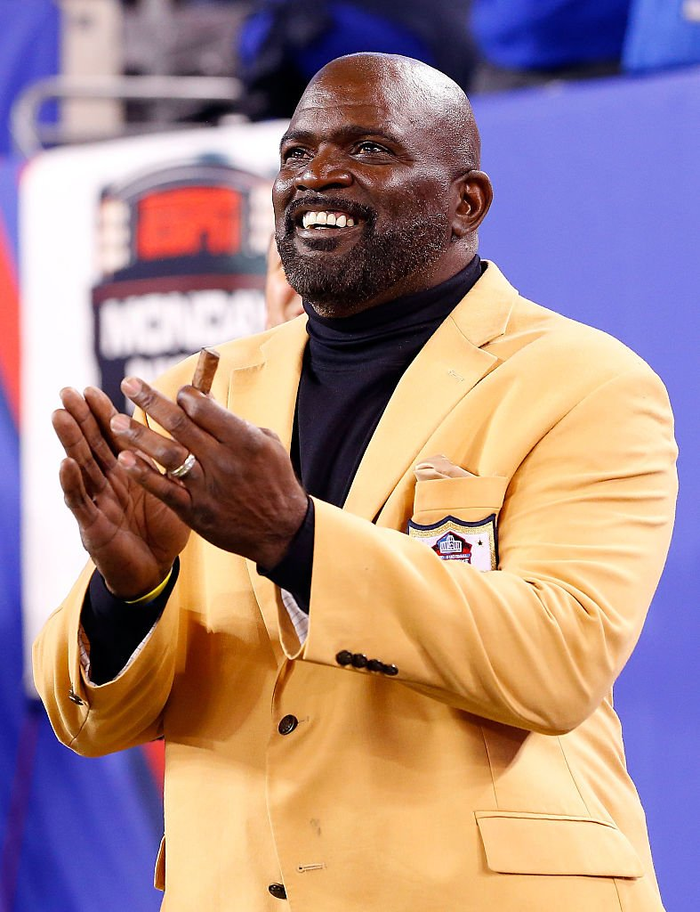 Lawrence Taylor attends a game between the New York Giants and the Indianapolis Colts on November 3, 2014 | Photo: Getty Images