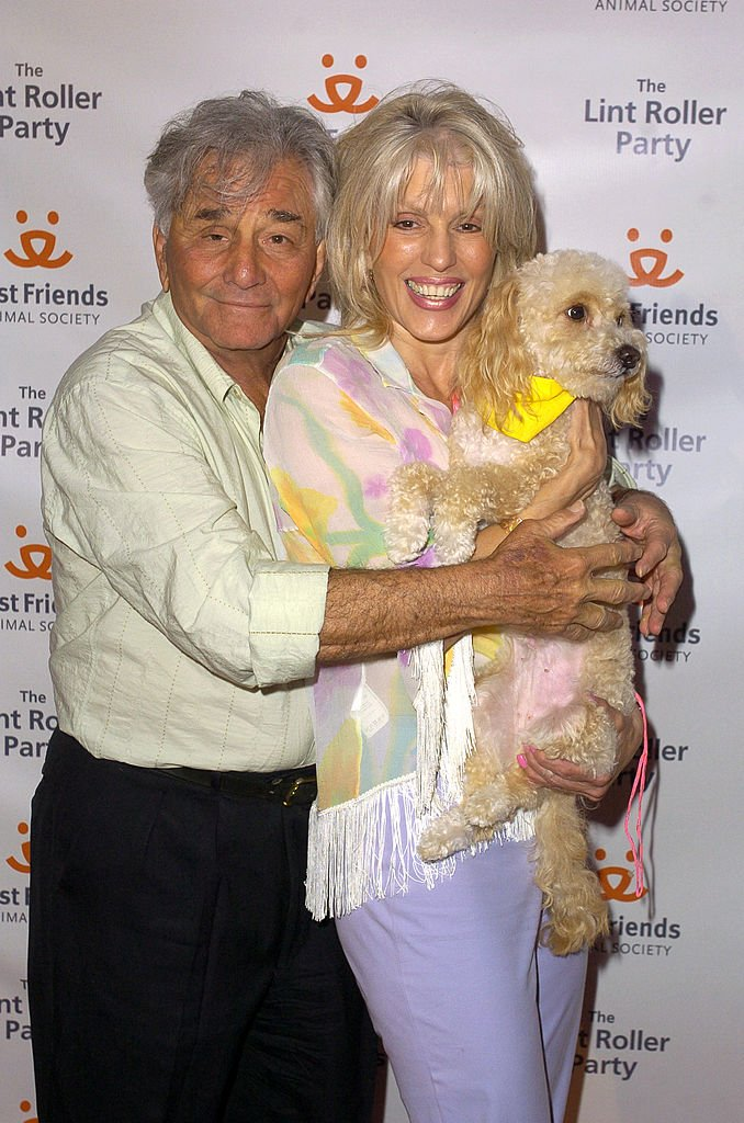Peter Falk and wife Shera on April 28, 2004, at the Hollywood Athletic Club, in Hollywood, California. | Source: Getty Images