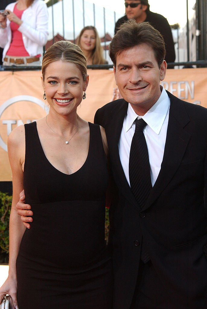 Denise Richards and Charlie Sheen during 2005 Screen Actors Guild Awards - Arrivals at The Shrine in Los Angeles on January 5, 2005. | Photo: Getty Images