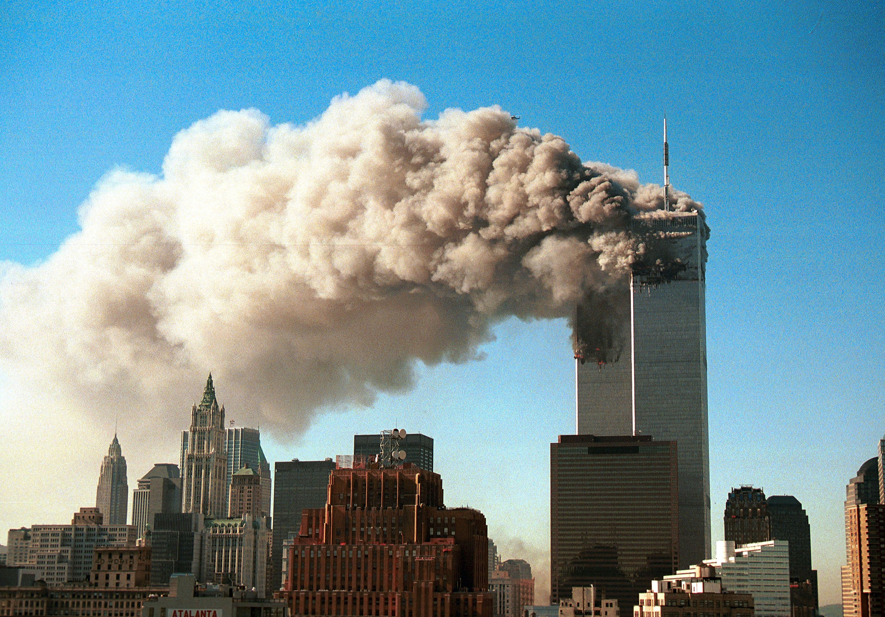 Rauch steigt aus den Twin Towers des World Trade Centers am 11. September 2001 in New York City. | Quelle: Getty Images