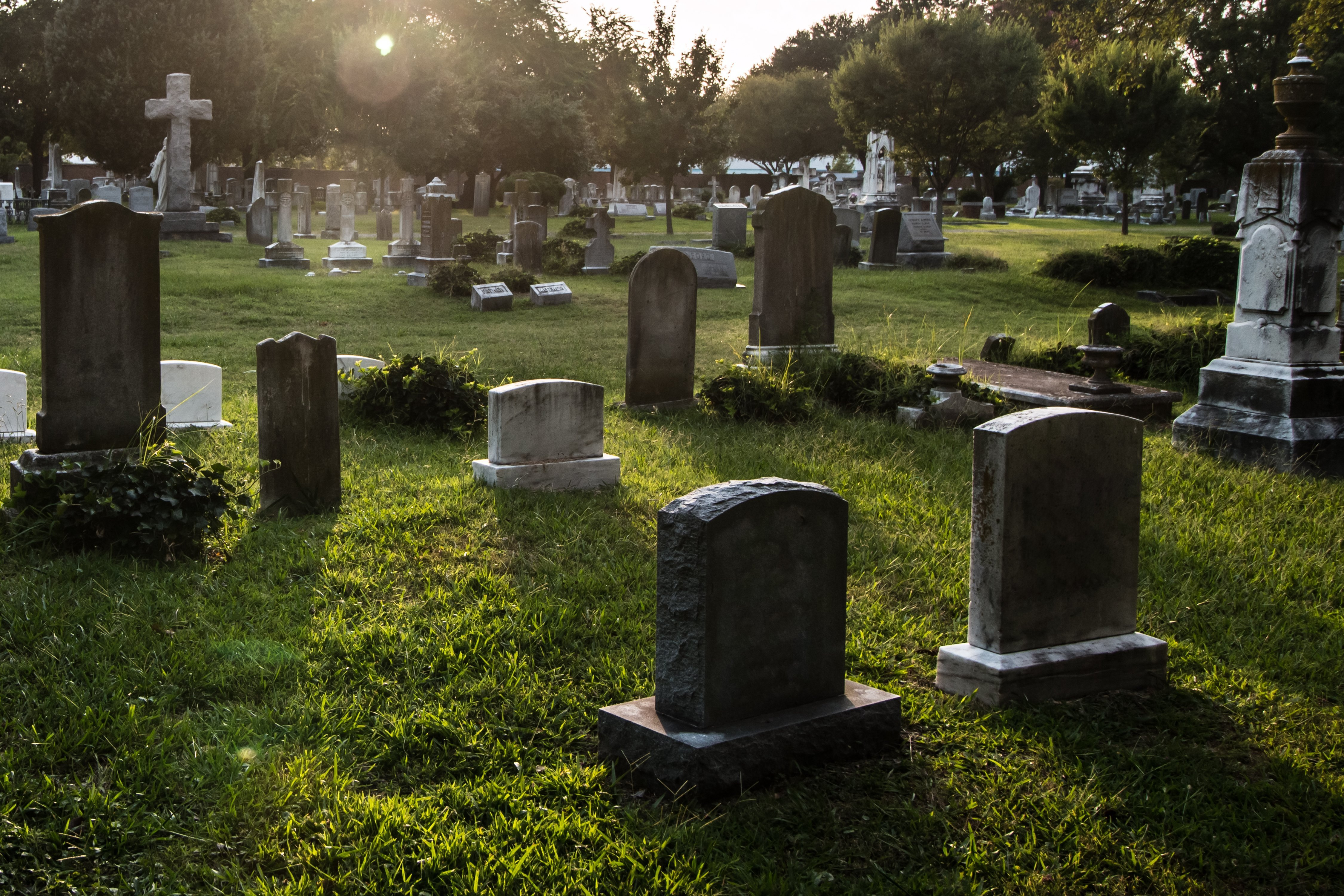 Tombstones in cemetery at dusk. | Photo: Shutterstock