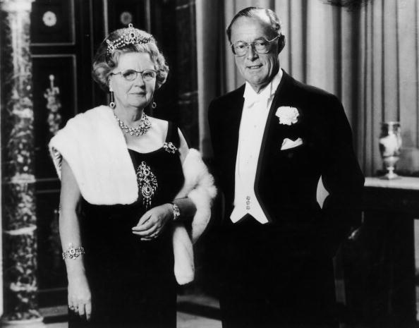 Queen Juliana and Prince Bernhard of the Netherlands pictured in October 1979. | Photo: Getty Images