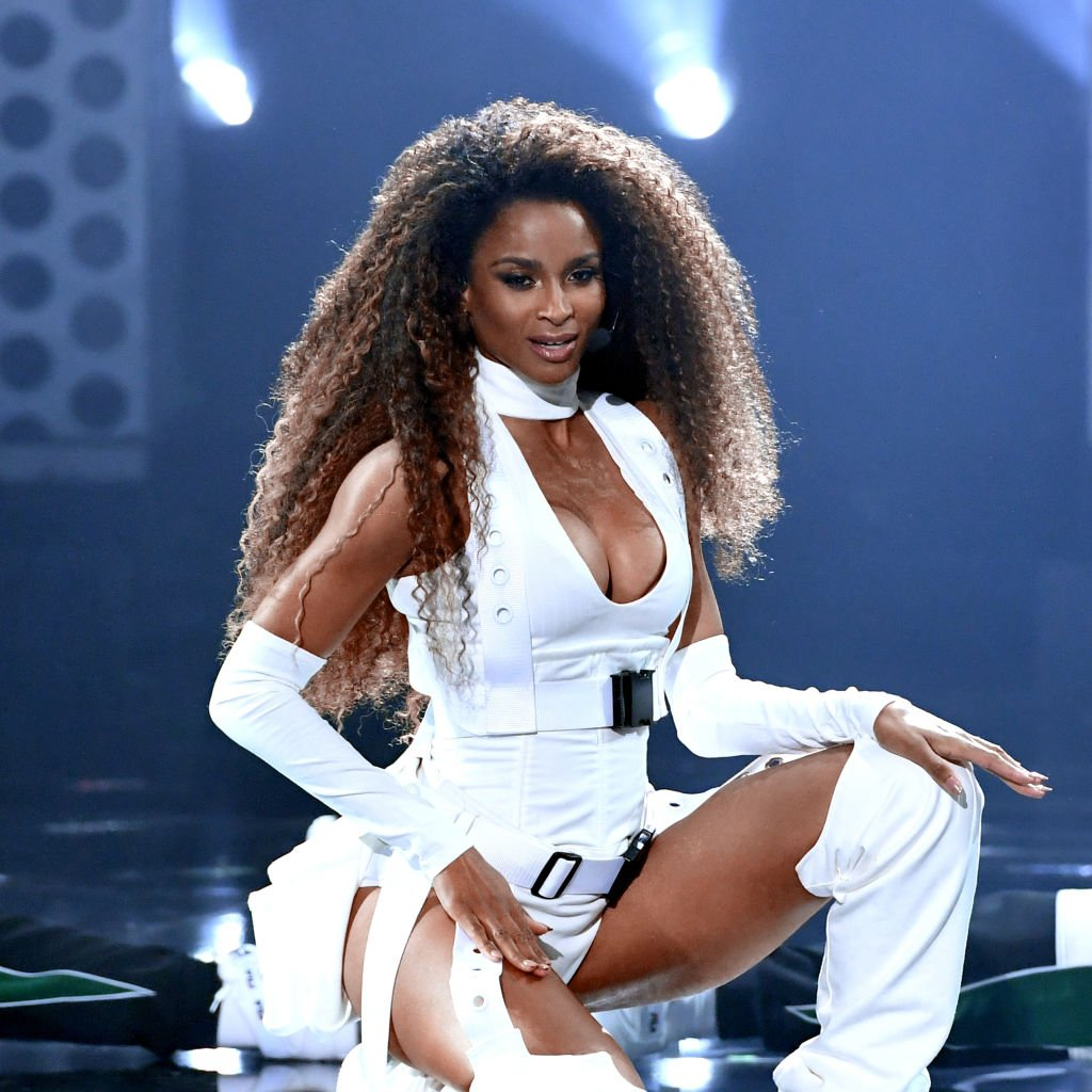 Ciara performing at the 2018 American Music Awards. | Photo: Getty Images