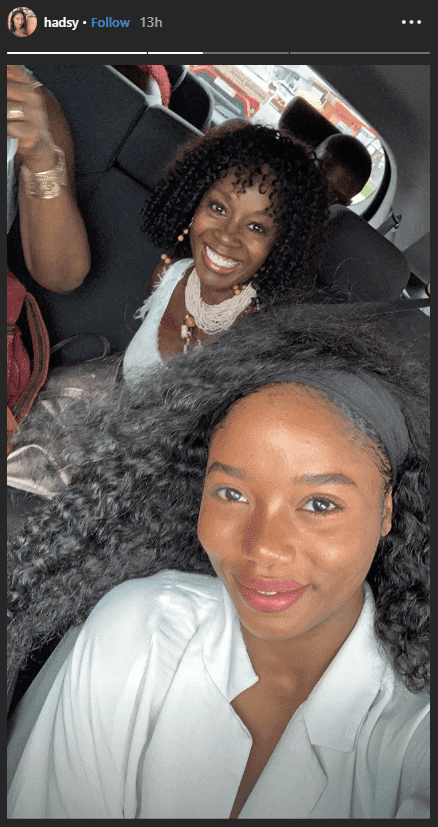 Akosua Busia and her daughter Hadar Busai taking a car selfie | Photo: Instagram/hadsy