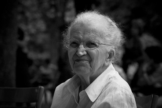 Une femme âgée. l Source: Flickr
