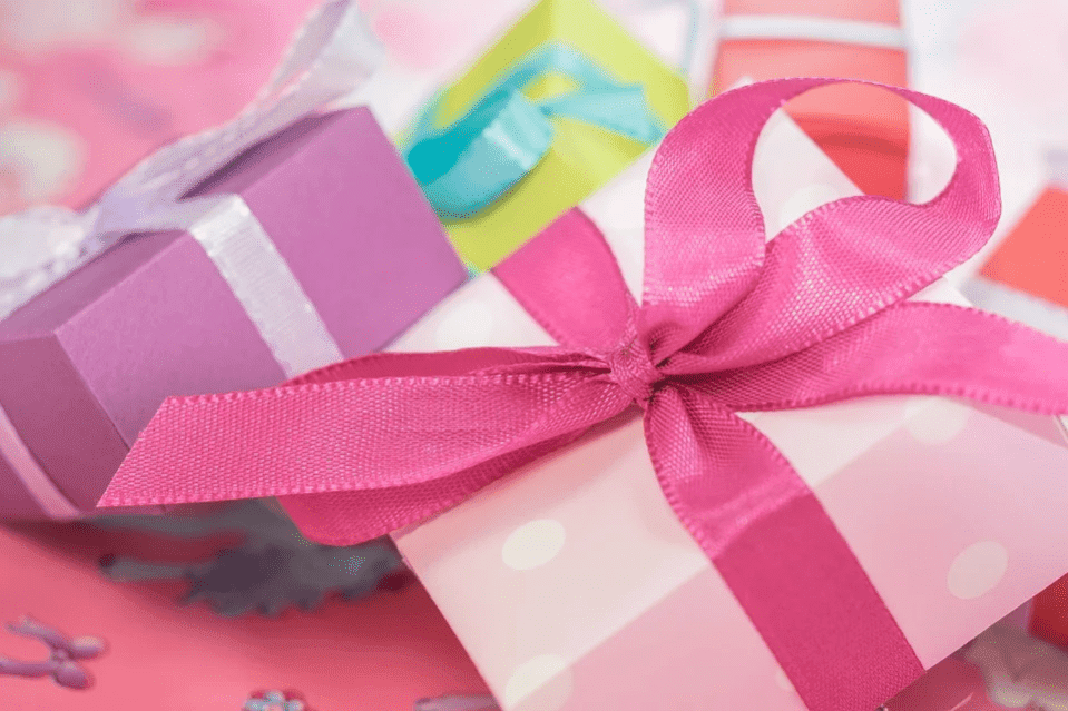 A picture of boxes of birthday gifts. | Photo: Pixabay