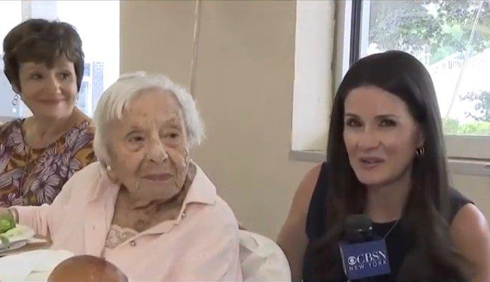 Louise Signore cumplió 107 años el pasado 31 de julio.   Foto: YouTube/CBS New York