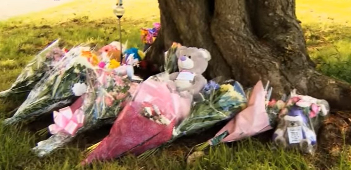 Flowers laid for Amber after her body was found | Photo: YouTube/5News