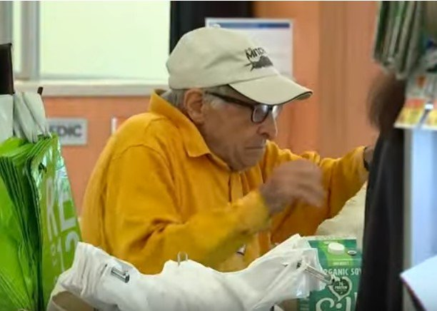 Bartholomew Ficeto getting an item in a store | Photo: YouTube /  Eyewitness News ABC7NY