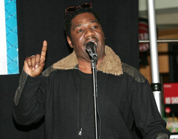 Cleavant Derricks makes an appearance at Virgin Megastore in Time Square to perform live and sign autographs for fans on January 13, 2005 in New York City | Photo: Getty Images