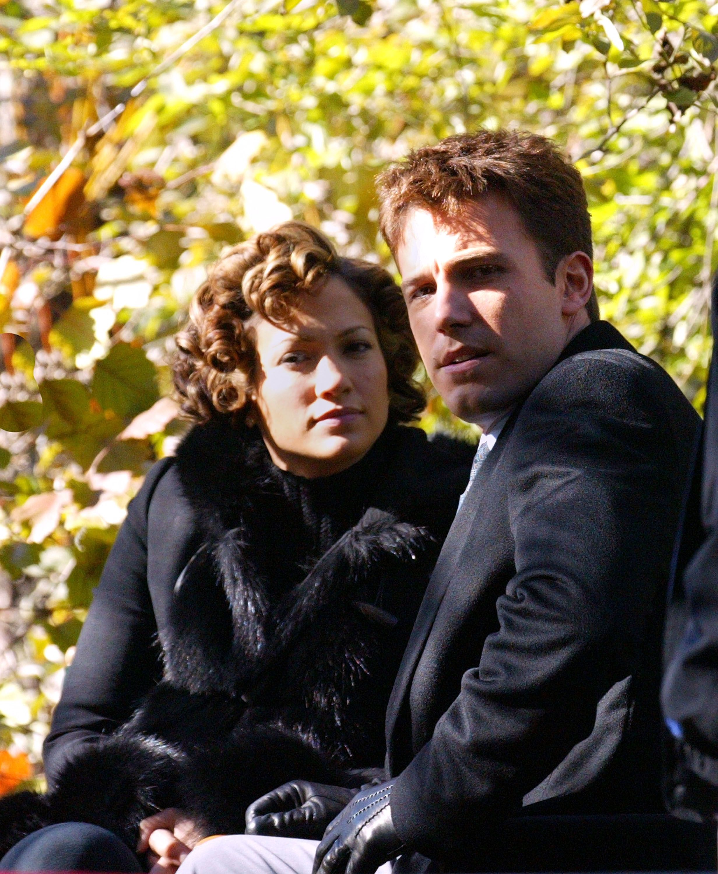 """Jennifer Lopez and Ben Affleck on the set of """"Jersey Girl"""" in Central Park on November 7, 2002, in New York City 
