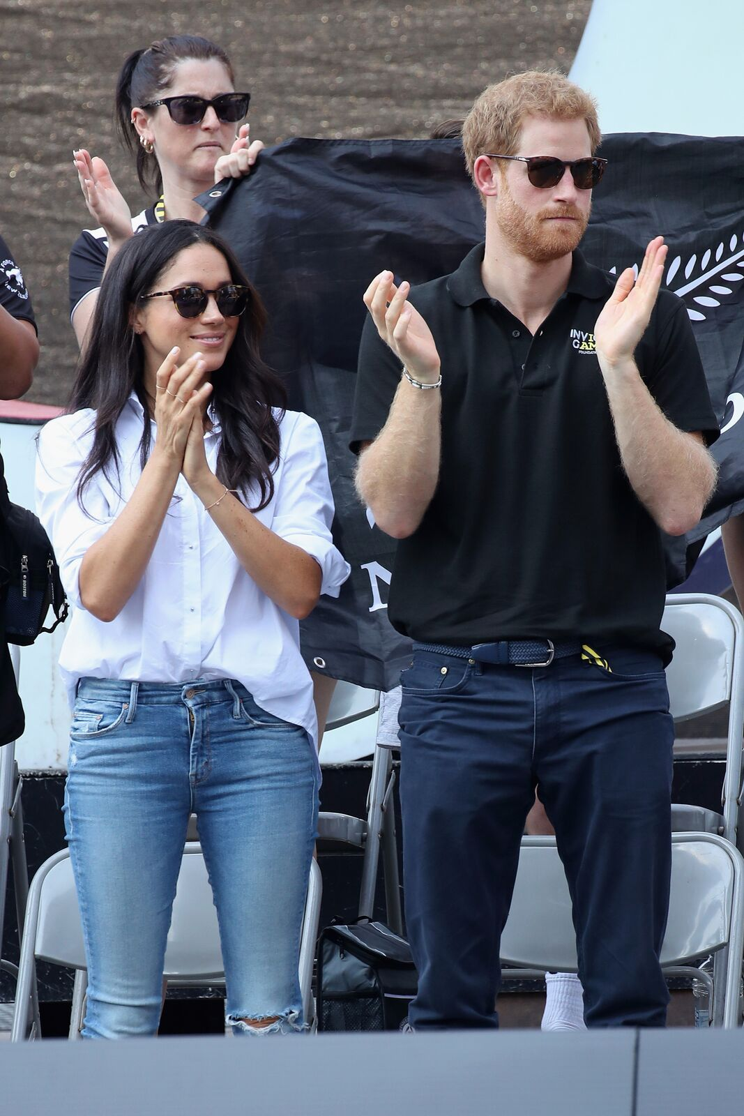 Le prince Harry et Meghan Markle assistent à un match de tennis en fauteuil roulant lors des Jeux Invictus 2017 au Nathan Philips Square le 25 septembre 2017 à Toronto, Canada. | Photo : Getty Images