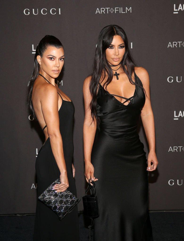 Kourtney Kardashian et Kim Kardashian au Gala LACMA Art + Film 2018.|Source: Getty Images