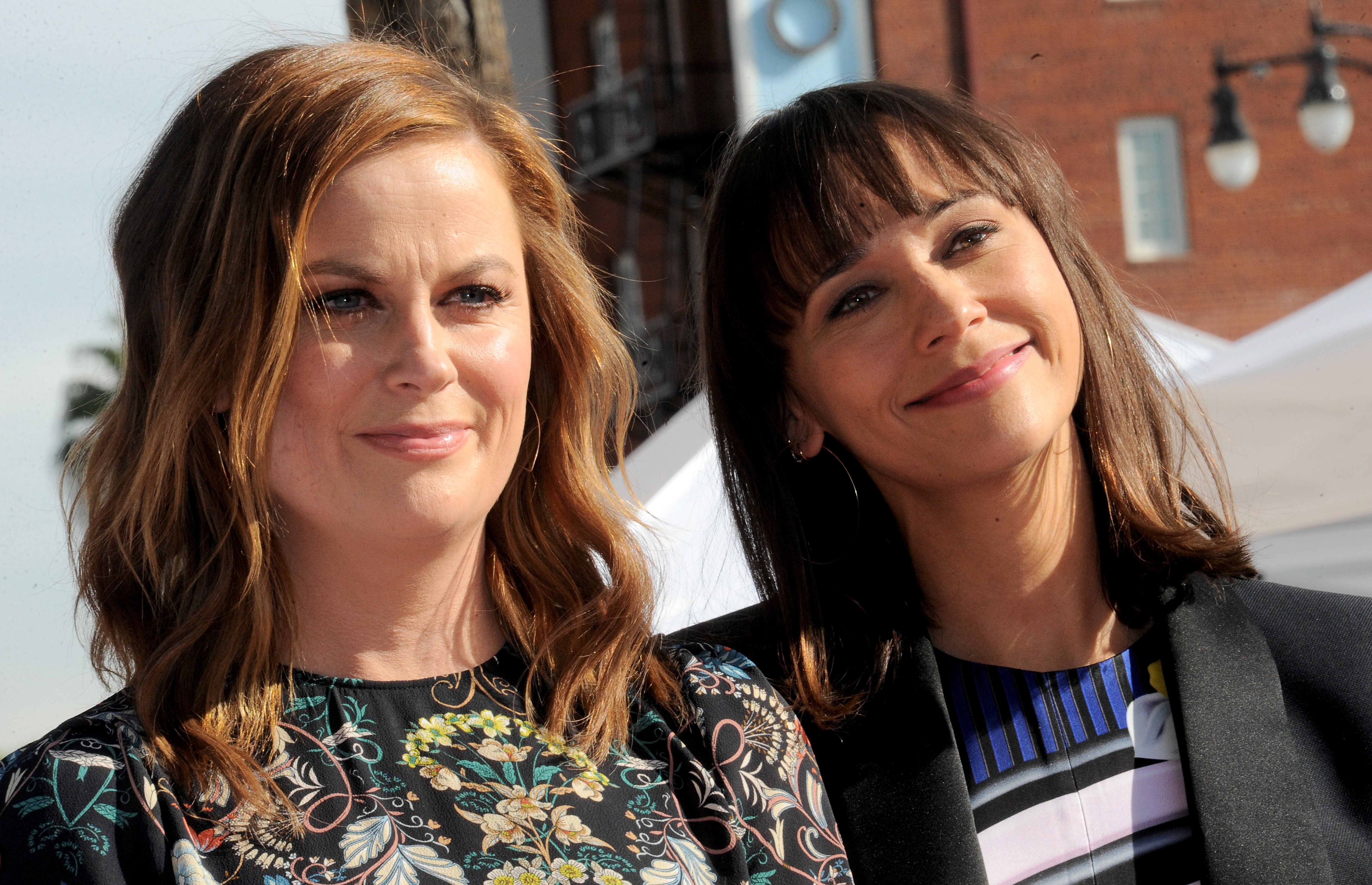 Amy Poehler and Rashida Jones on December 3, 2015 in Hollywood, California | Photo: Getty Images