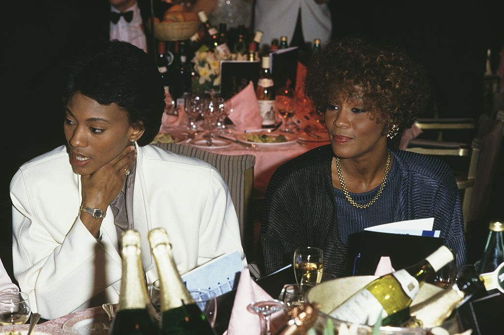 Robyn Crawford and Whitney Houston at an industry Gala in 1988. | Source: Getty Images