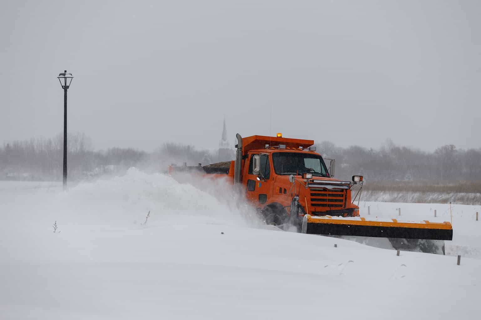 A truck stuck in a snowstorm | Photo: Shutterstock