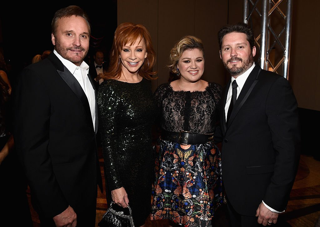 Narvel Blackstock, Reba McEntire, Kelly Clarkson and Brandon Blackstock on March 28, 2015 in Phoenix, Arizona | Source: Getty Images