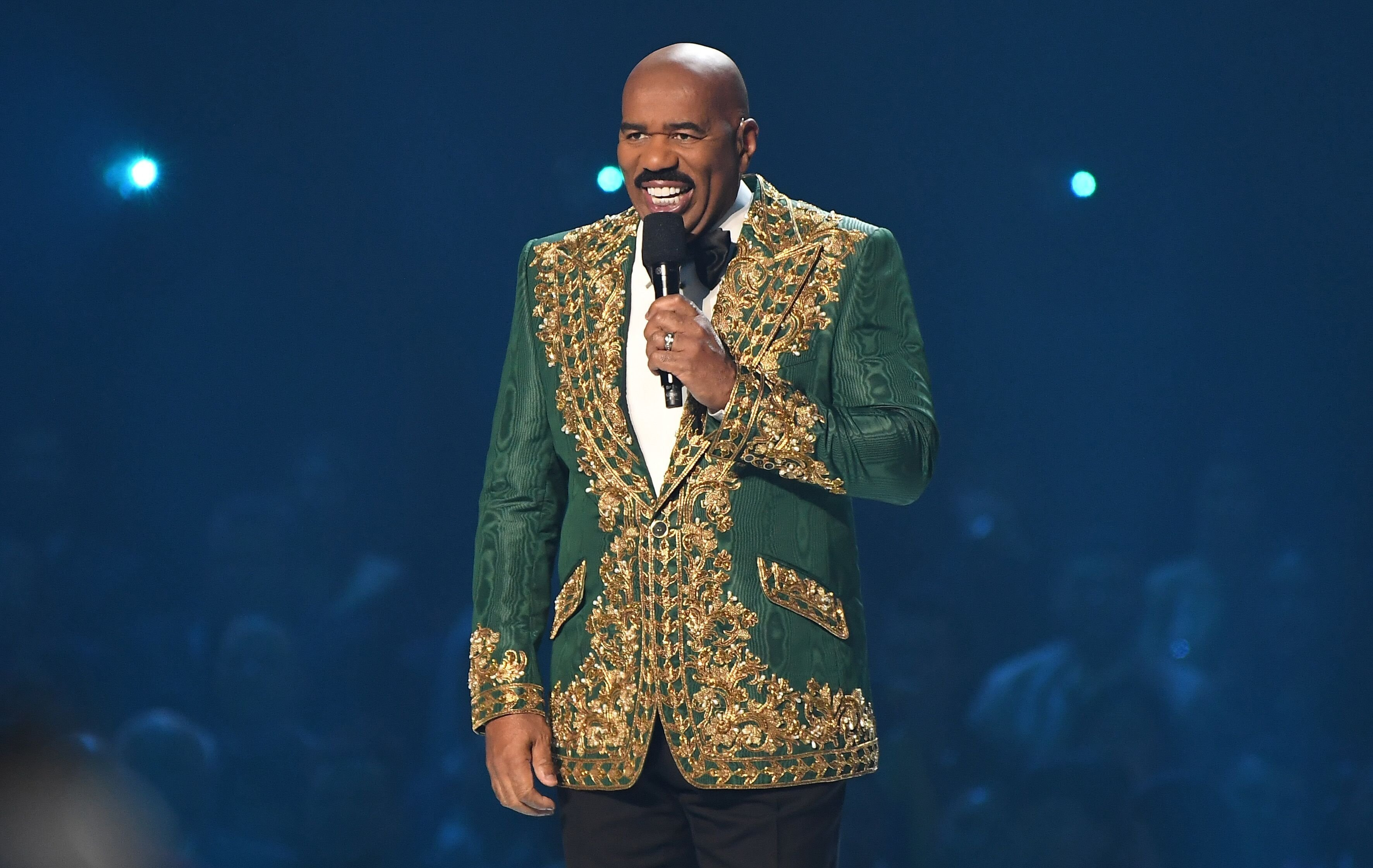 Steve Harvey hosting the 2019 Miss Universe Pageant/ Source: Getty Images