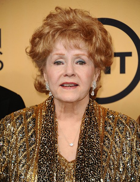 Debbie Reynolds en el Shrine Auditorium el 25 de enero de 2015 en Los Ángeles, California. | Foto: Getty Images.