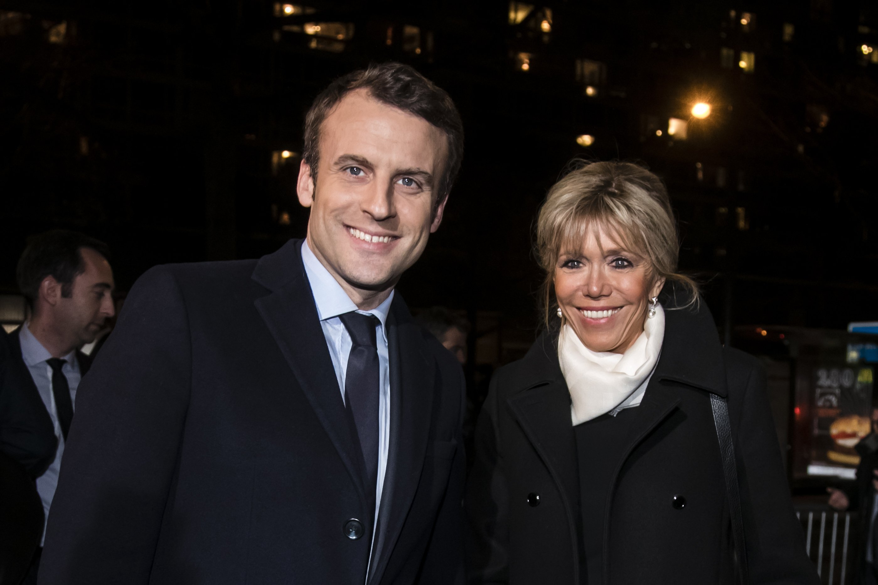 Emmanuel Macron et son épouse Brigitte Trogneux assistent au dîner traditionnel du Crif, le conseil représentatif des institutions juives de France à l'hôtel Pullman à Montparnasse le 22 février 2017 à Paris, France. | Photo : Getty Images