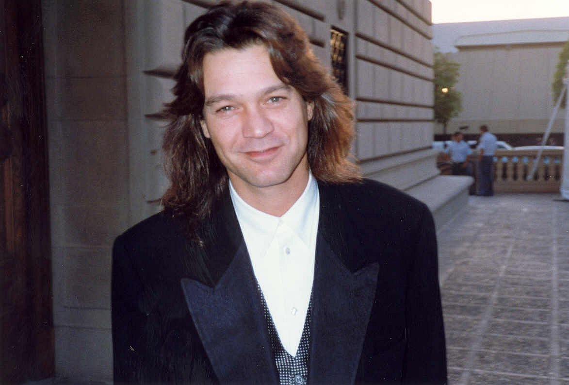 Eddie Van Halen during the45th Emmy Awards in 1993. | Source: Wikimedia Commons