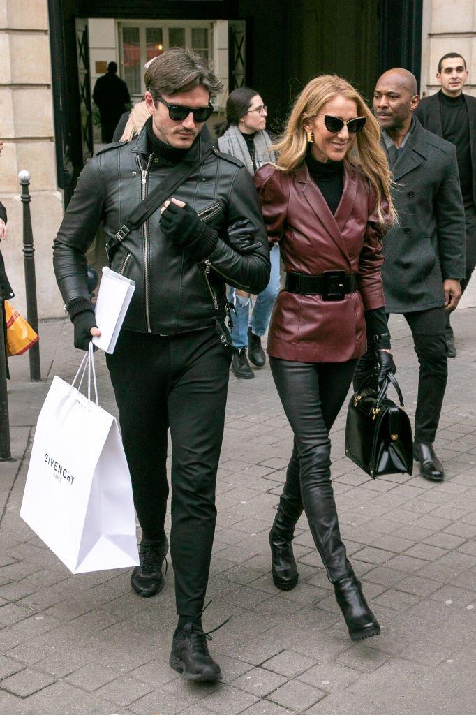Céline Dion y Pepe Muñoz son vistos saliendo del edificio de oficinas de GIVENCHY.| Fuente: Getty Images