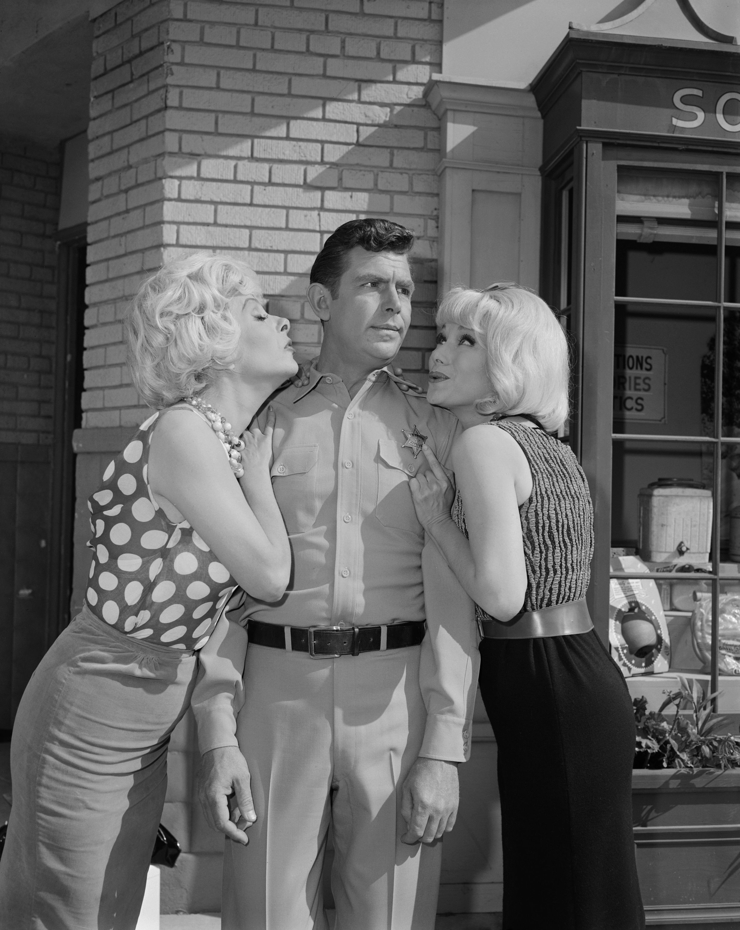 """Jean Carson as Daphne, Andy Griffith as Andy Taylor and Joyce Jameson as Skippy on """"The Andy Griffith Show"""" 